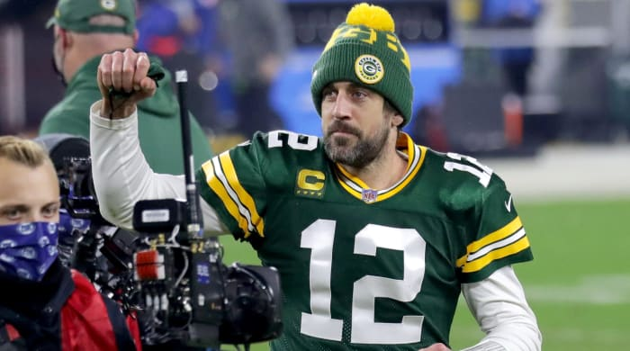 Packers QB Aaron Rodgers serves as guest host on 'Jeopardy!'