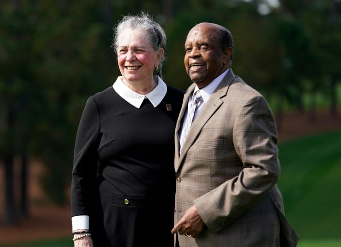 Elder and his wife, Sharon, at The Masters in 2020.