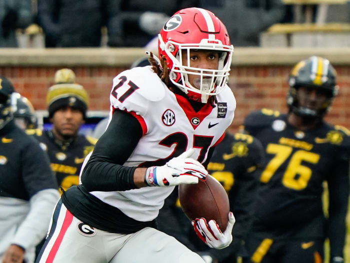 Georgia Bulldogs defensive back Eric Stokes (27) returns an interception against the Missouri Tigers during the first half at Faurot Field in Memorial Stadium.