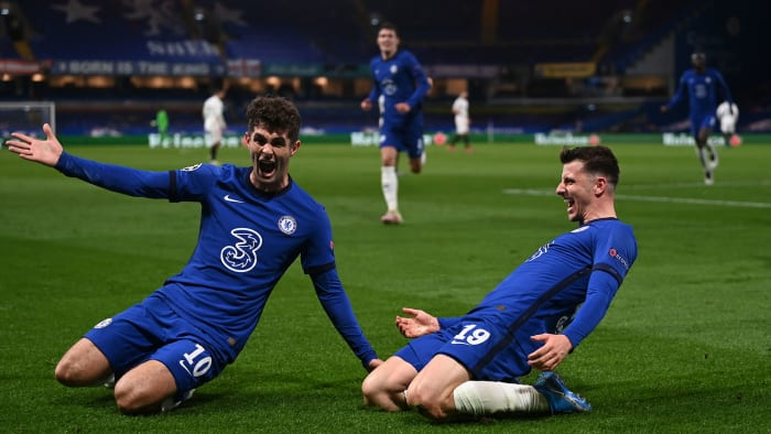 Christian Pulisic and Mason Mount celebrate Chelsea's goal against Real Madrid