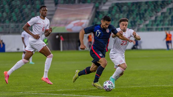 USA s Sebastian Lletget takes on Switzerland s Xherdan Shaqiri