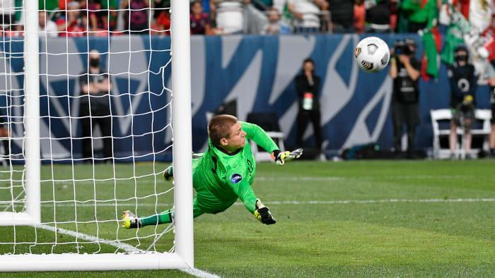 Ethan Horvath salva el penalti de Andrés Guardado en la victoria de Estados Unidos sobre México