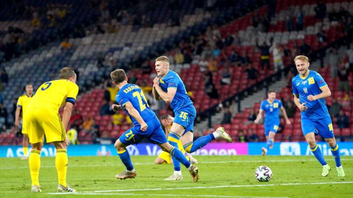 Artem Dovbyk of Ukraine scores winner against Sweden