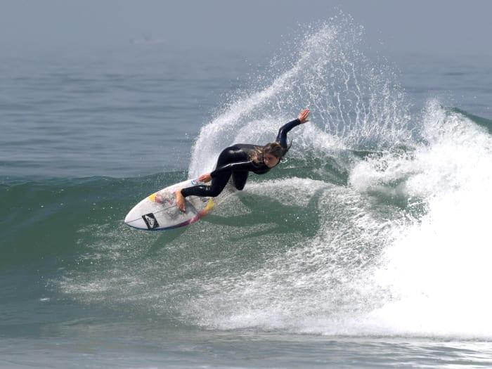 caroline-marks-surfing