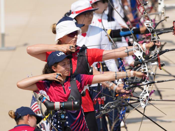 Jennifer Mosino Fernandez (EE. UU.) Compite en la ronda de clasificación de tiro durante los Juegos Olímpicos de verano de Tokio 2020 en el estadio de tiro de Yumenoshima.