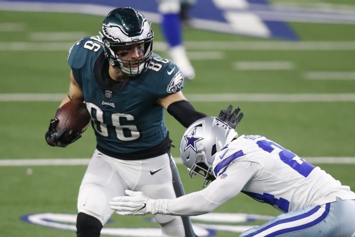 Philadelphia Eagles tight end Zach Ertz (86) runs after catching in the fourth quarter against Cowboys cornerback Chidobe Awuzie (24).  Mandatory Credit: Tim Heitman-USA TODAY