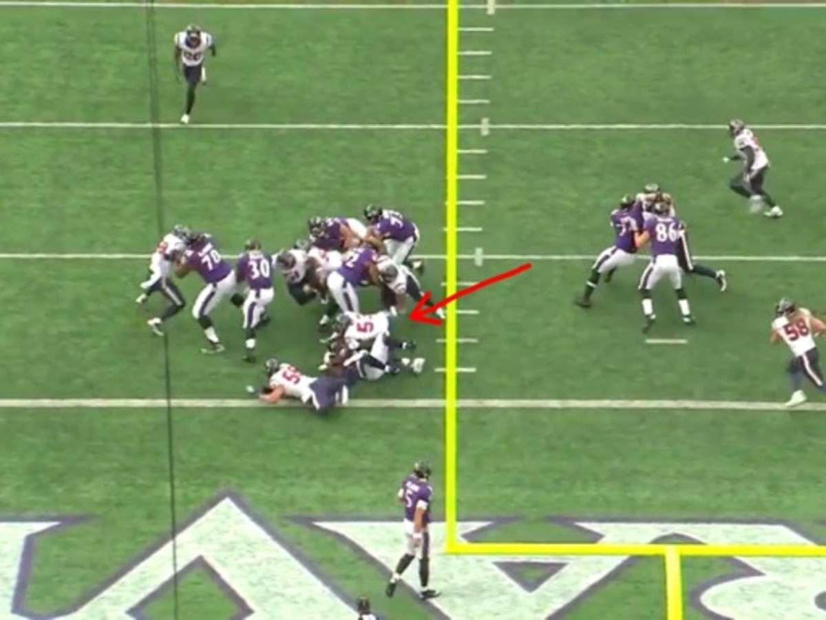 Cushing has a free run at the play but missed the tackle. Mays is on top of Leach after finishing the block and Sharpton handles the tackle. Mays is a true thumper and Leach found out the hard way.