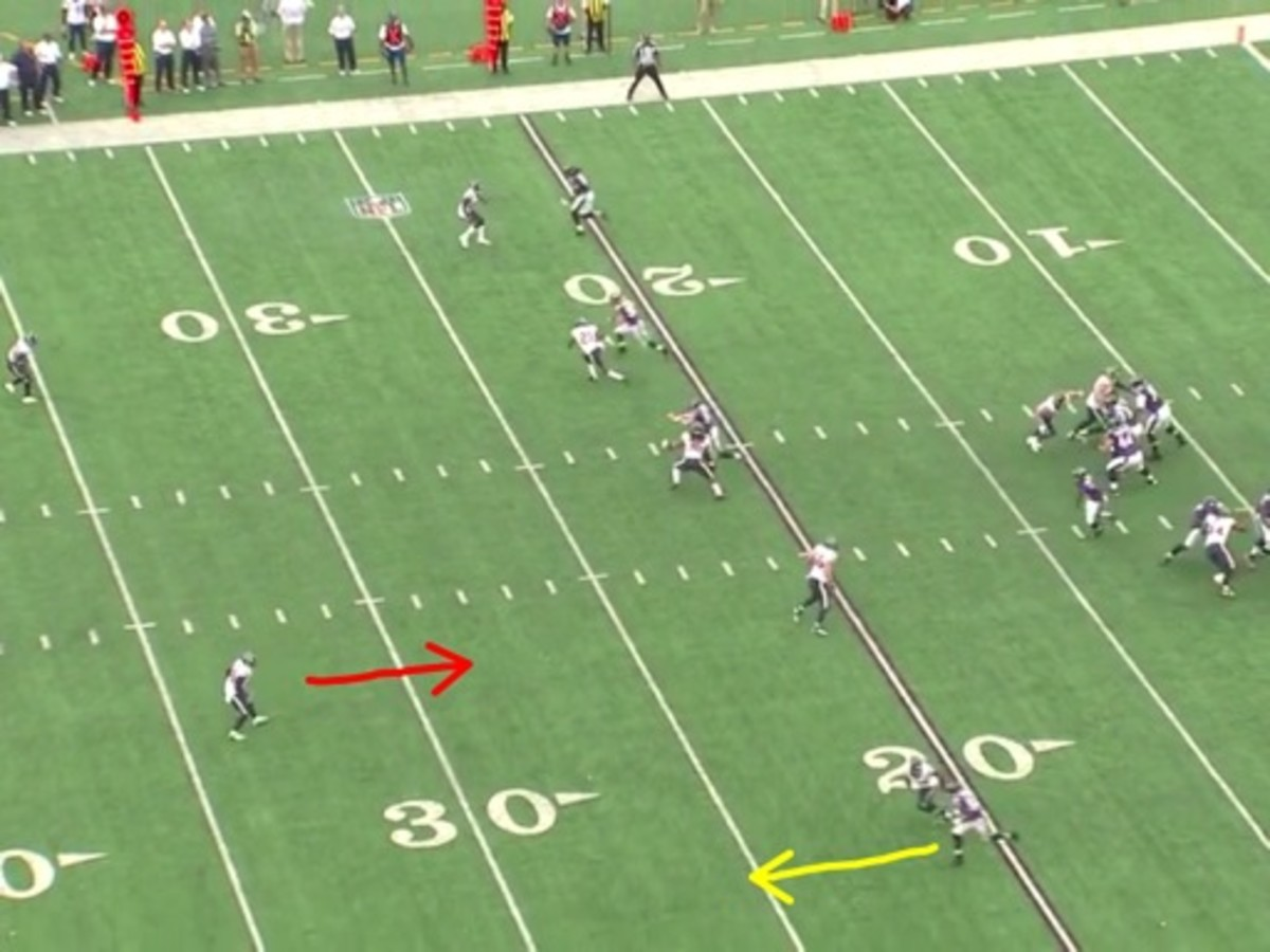Manning is keeping his eyes on Flacco to read him, but Joseph gives Smith a free run to gain speed. Joseph is already playing in trail mode.