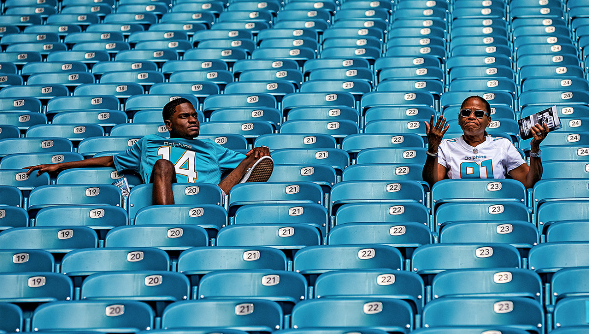 Dolphins fans as team tanks