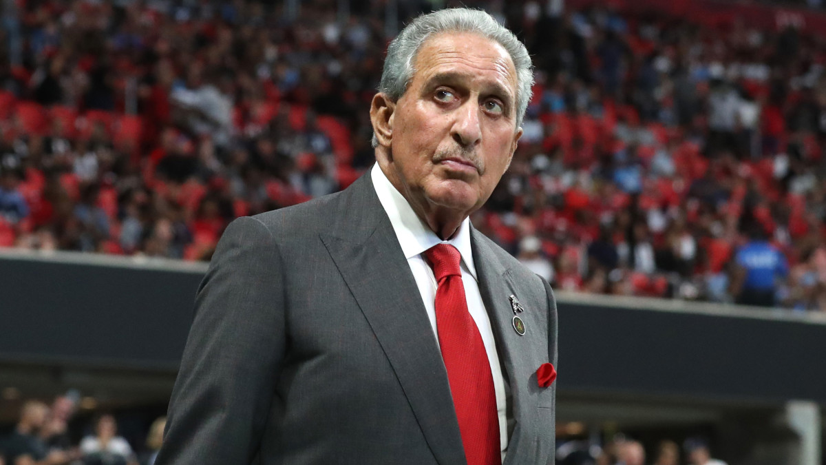 Arthur Blank says Falcons don't need coaching change