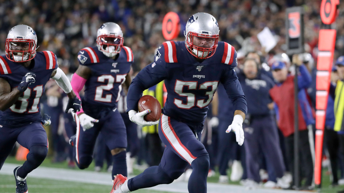 Patriots linebacker Kyle Van Noy scoops a fumble and returns it 22 yards for a touchdown in the fourth quarter against the Giants. Elise Amendola/AP/Shutterstock