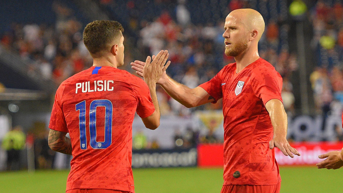 Christian Pulisic and Michael Bradley of the USMNT
