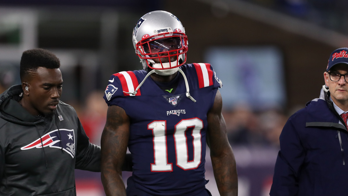 Patriots WR Josh Gordon walks off the field after suffering a knee injury against the Giants.