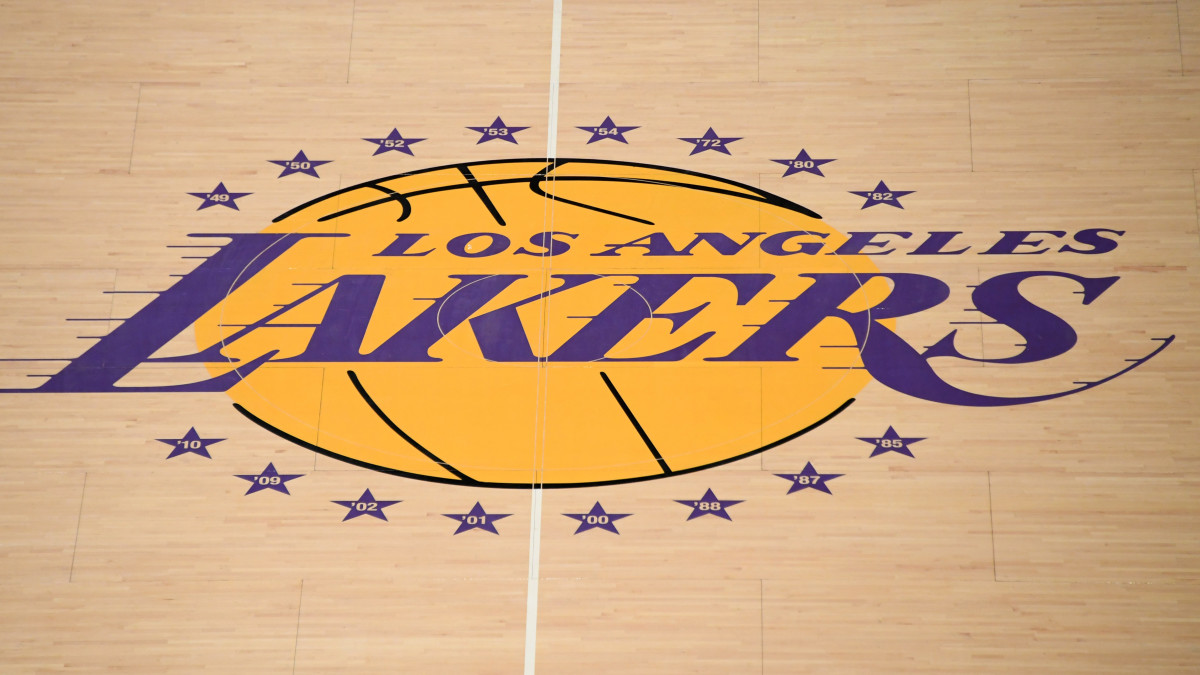 Lakers fan raises $43K for 'Stand With Hong Kong' Shirts