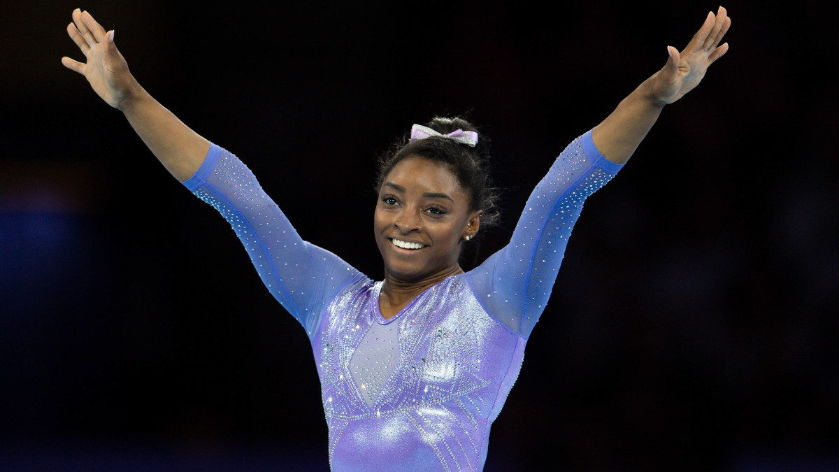 Simone Biles throws first pitch at Astros' World Series game