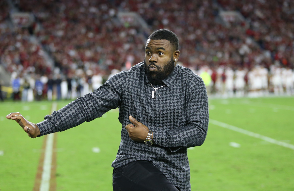 Mark Ingram II strikes a Heisman pose during the 10-year reunion of Alabama's 2009 national champions