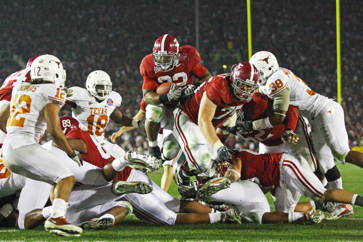 Mark Ingram II goes up and over against Texas in the 2009 national championship game
