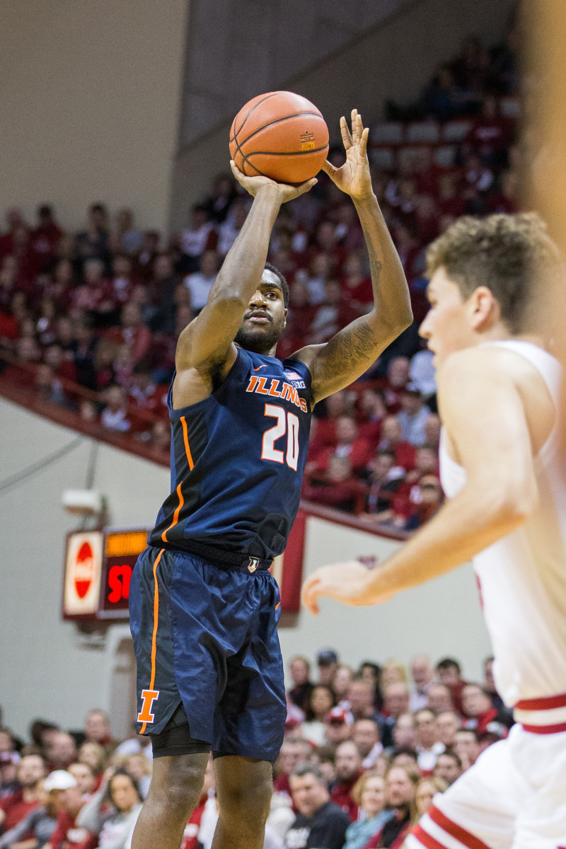 Illinois Fighting Illini guard Da'Monte Williams (20) shoots the ball in the second half against the Indiana Hoosiers at Assembly Hall.