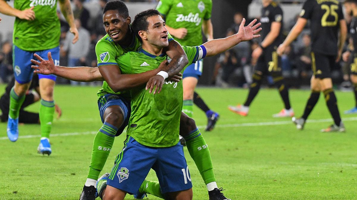 Nicolas Lodeiro scores for Seattle Sounders vs. LAFC