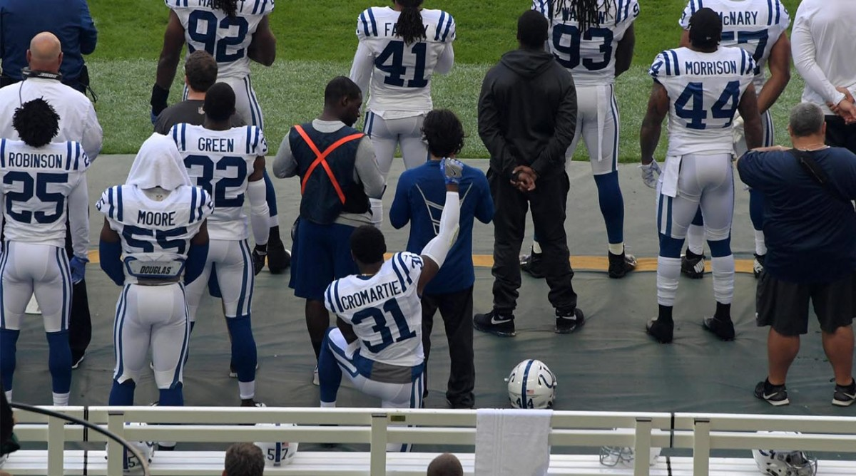 Antonio-Cromartie-Kneeling-Colts