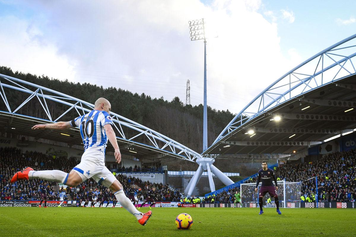 huddersfield-town-v-arsenal-fc-premier-league-5c5f03c7acb352ffdf000001.jpg