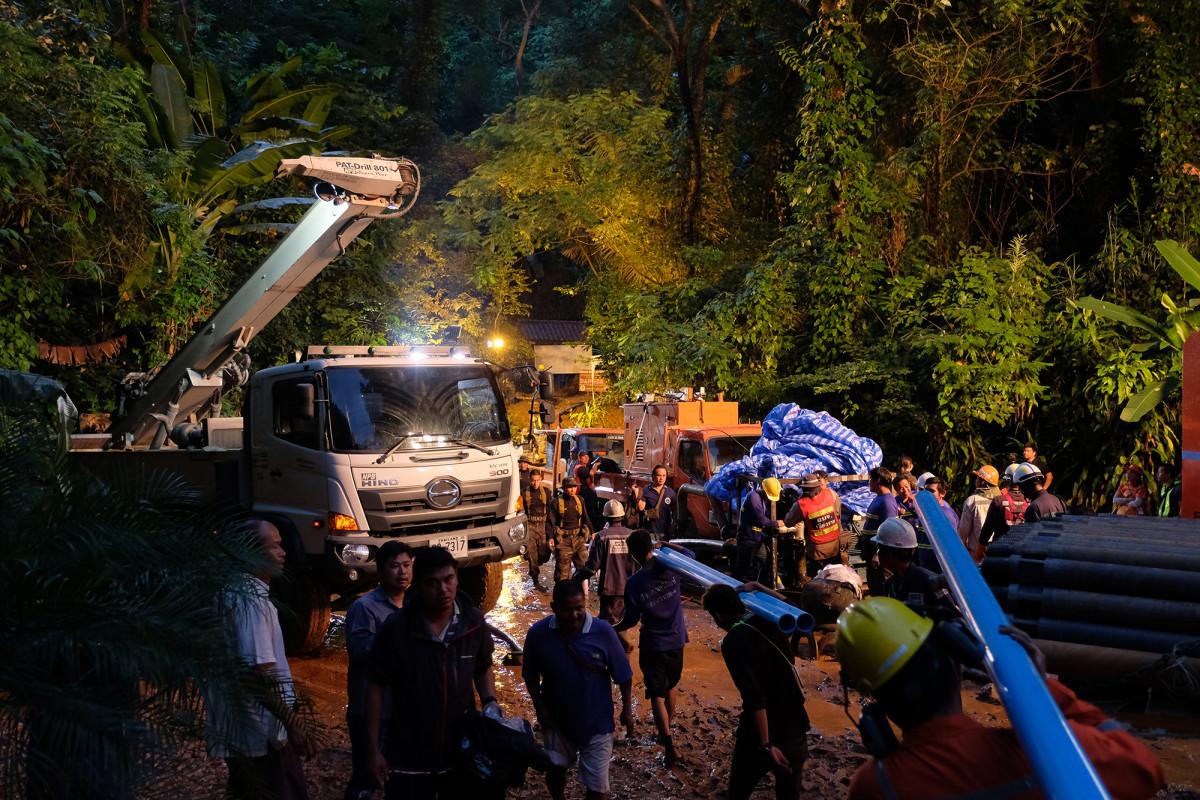 thai-cave-rescue-trucks_0.jpg