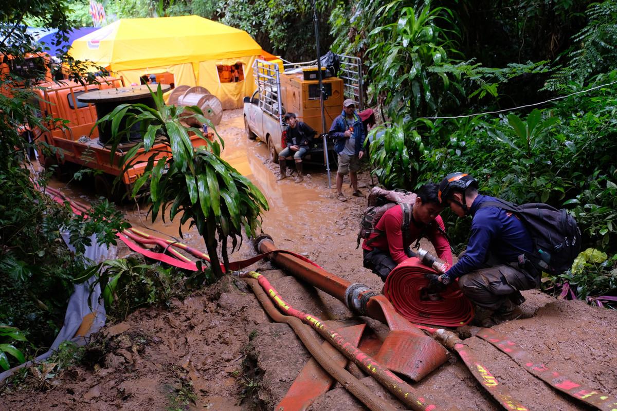 thai-soccer-team-rescue-team_0.jpg