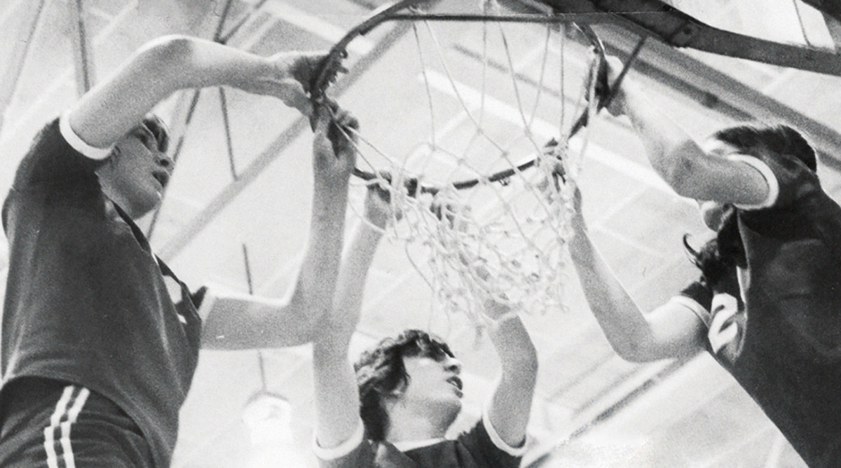How the 1979 Niles West Girls Basketball Team Navigated the Early Years of Title IX