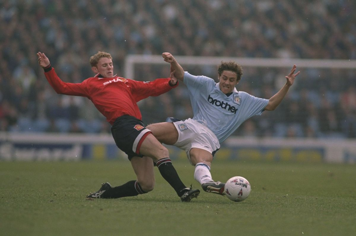 nicky-butt-of-manchester-united-and-michael-brown-of-manchester-city-5c913087871225e879000001.jpg