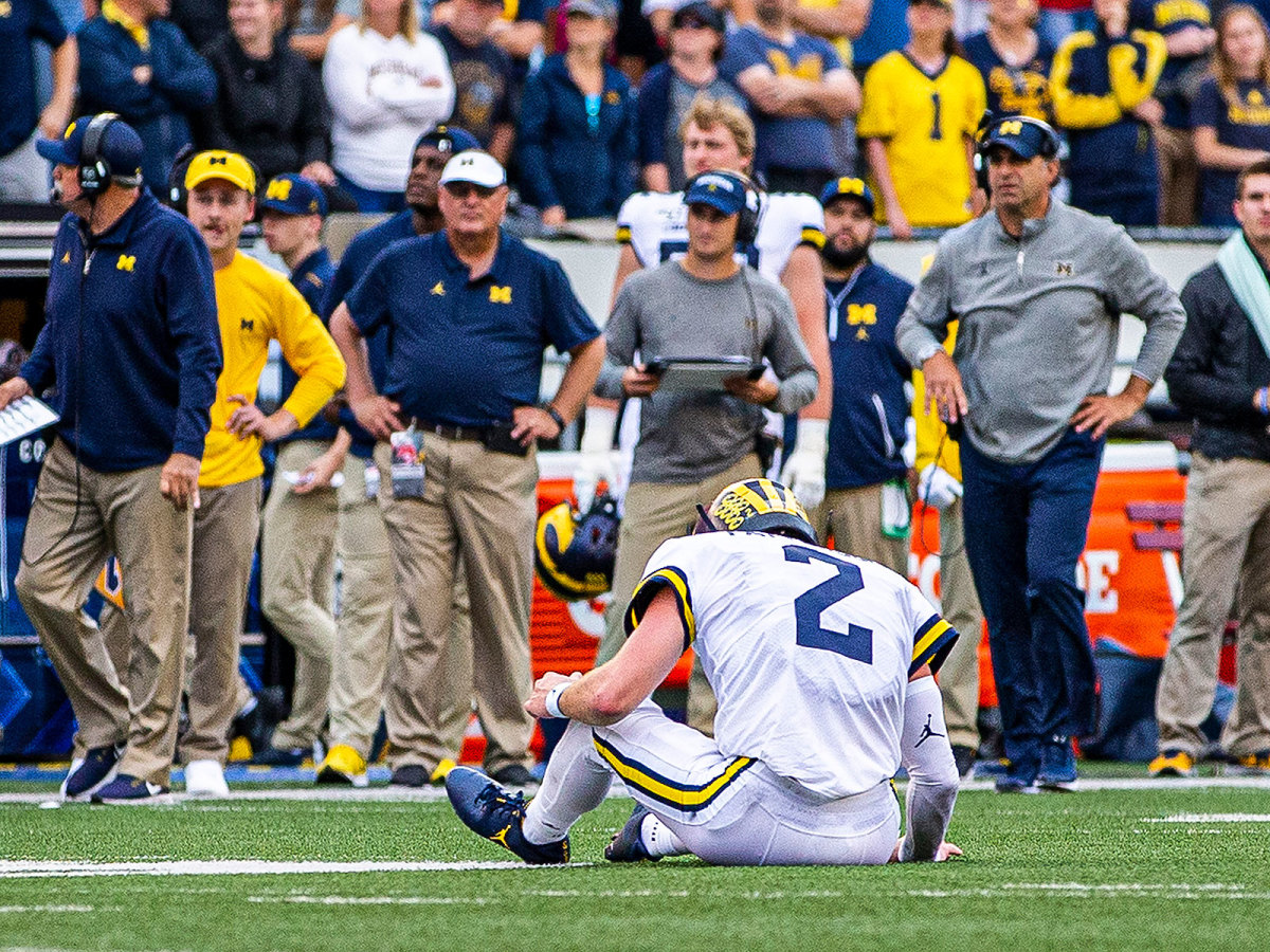 michigan-wisconsin-shea-patterson-ground.jpg