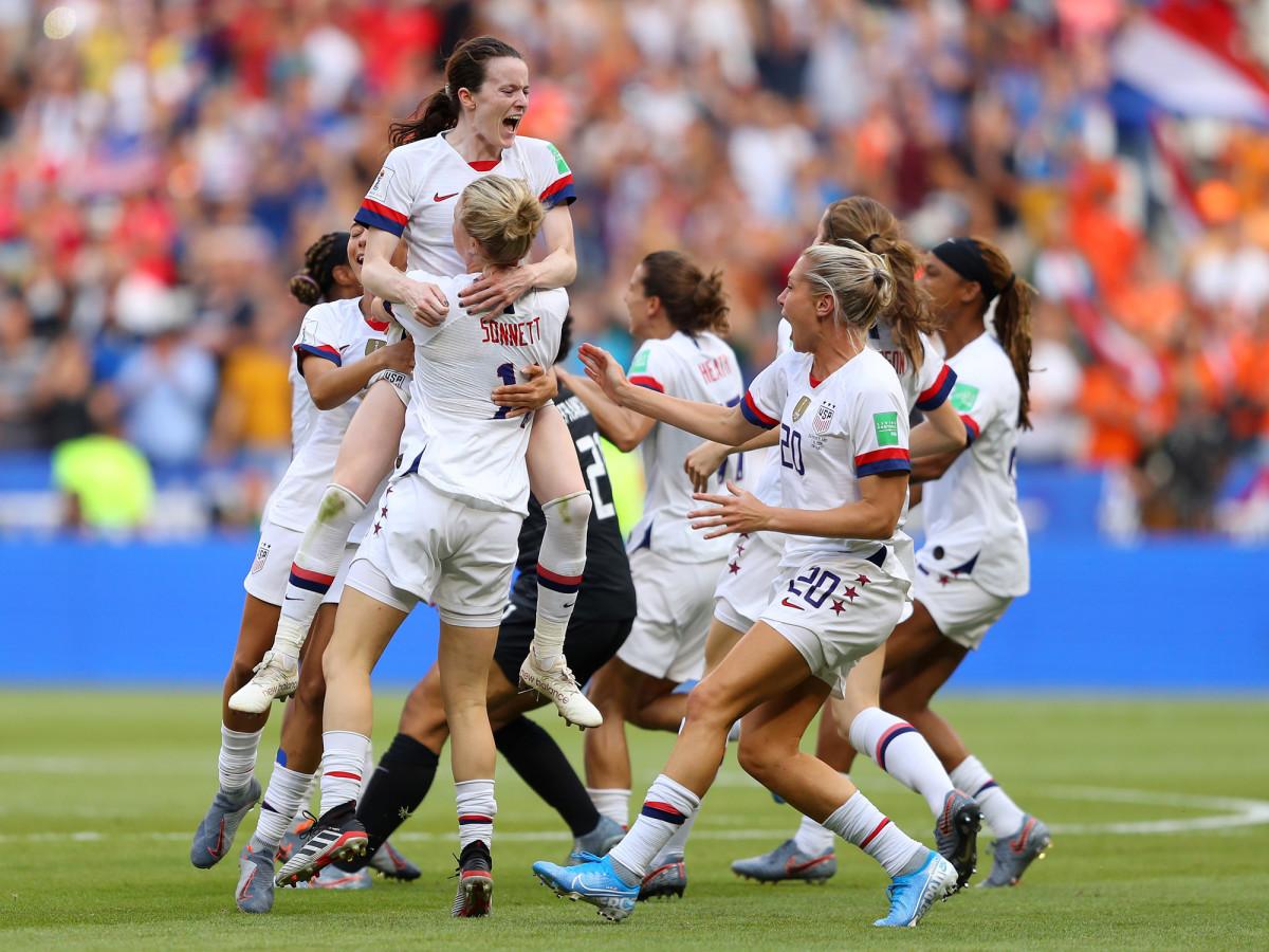 rose-lavelle-teammate-mob.jpg