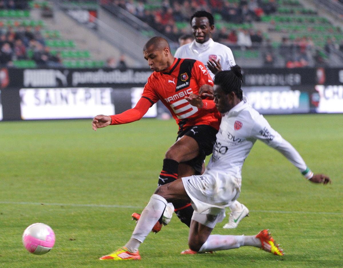 rennes-s-french-midfielder-yacine-brahim-5d19e2f1282ac79cf5000001.jpg
