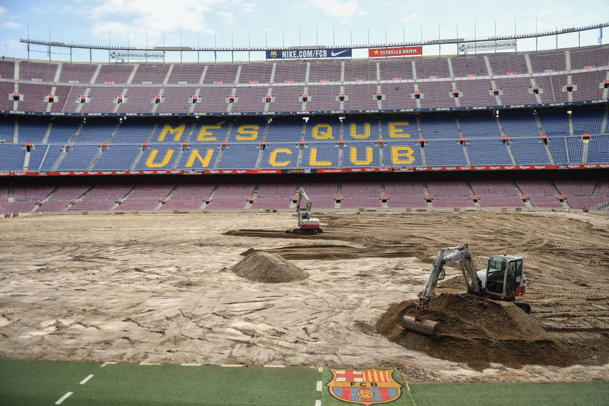 pitch-replacement-at-the-camp-nou-5d3b469517465e5ce1000001.jpg