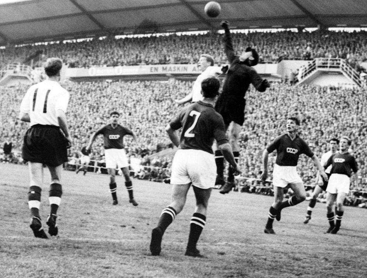 world-cup-1958-england-ussr-kj02-bio-yachine-5c9cec3392700c3fd0000001.jpg