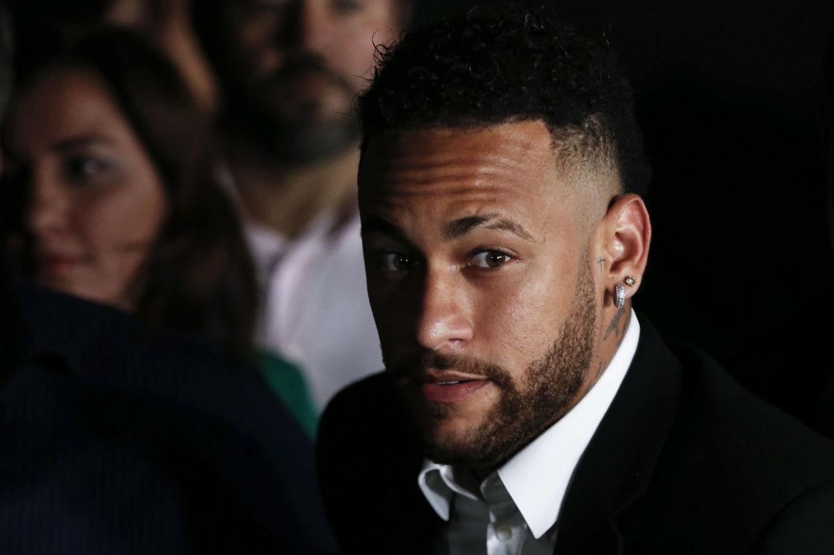 topshot-fbl-bra-crime-abuse-accusation-neymar-5d4160d0709c998a22000007.jpg