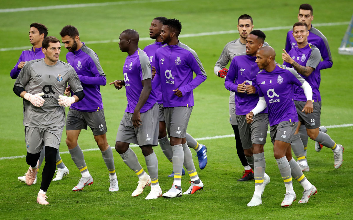 fc-porto-training-session-and-press-conference-5c9fc00fdb50dbf741000001.jpg