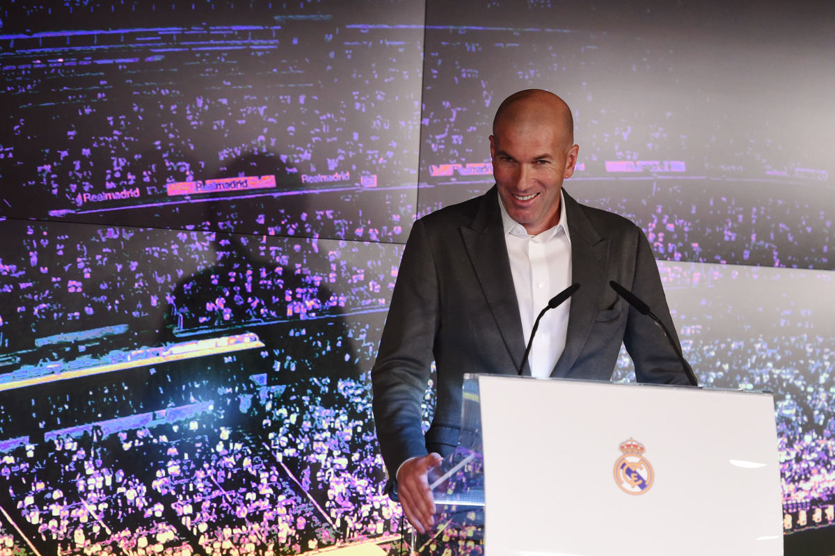 real-madrid-unveil-new-manager-zinedine-zidane-5c878bf5b8a685dad0000017.jpg