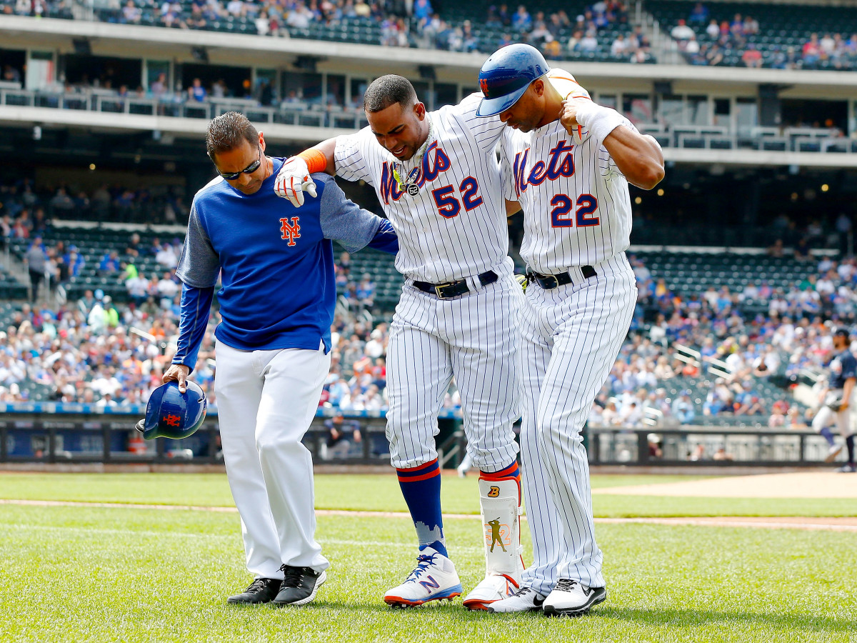 cespedes-limping-off-field-2017.jpg