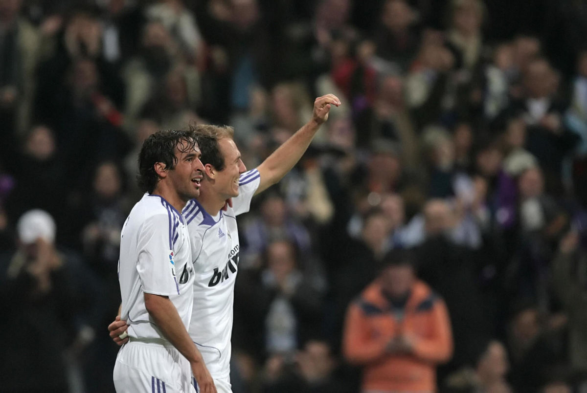real-madrid-s-dutch-midfielder-arjen-rob-5d7eb03a6b556e6c3c000001.jpg