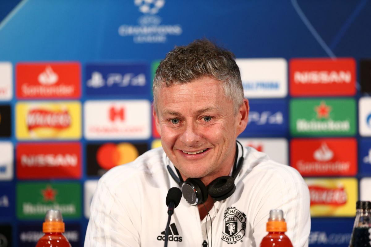 manchester-united-training-and-press-conference-5c9ca986e8e1b8c22e000012.jpg