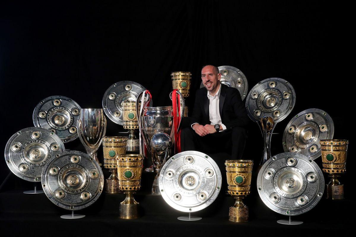 arjen-robben-and-franck-ribery-hand-over-championship-and-dfb-cup-trophy-to-fcb-erlebniswelt-5d3d9e324ca97aa872000001.jpg