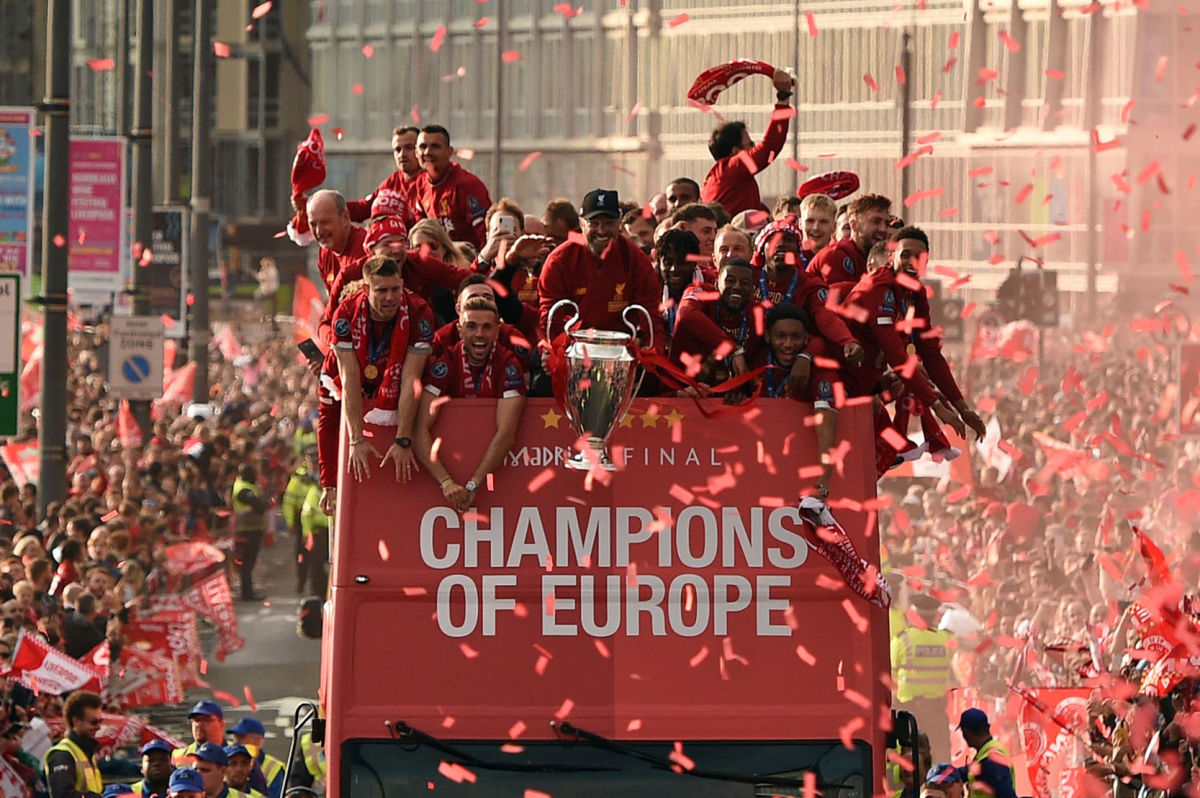 topshot-fbl-eur-c1-eng-liverpool-trophy-parade-5d12402591de10639c000001.jpg
