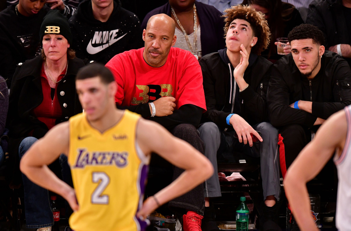The Ball family at a December 2017 Lakers-Knicks game.