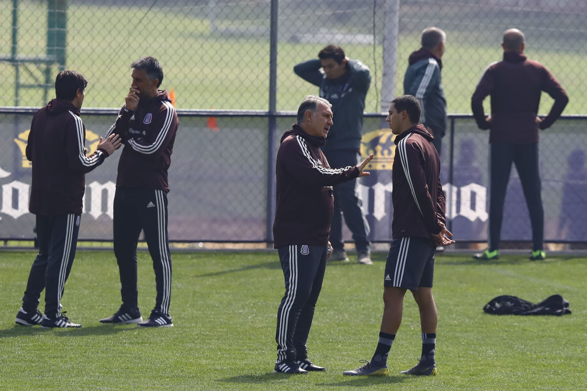 mexico-national-team-training-session-press-conference-5c950ca4dcf8924d44000001.jpg