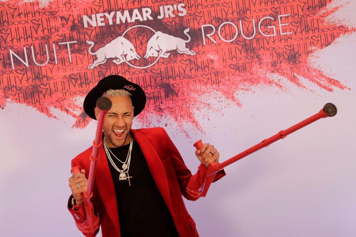 topshot-fbl-fra-ligue1-birthday-neymar-5c9e3a42a286667af9000002.jpg