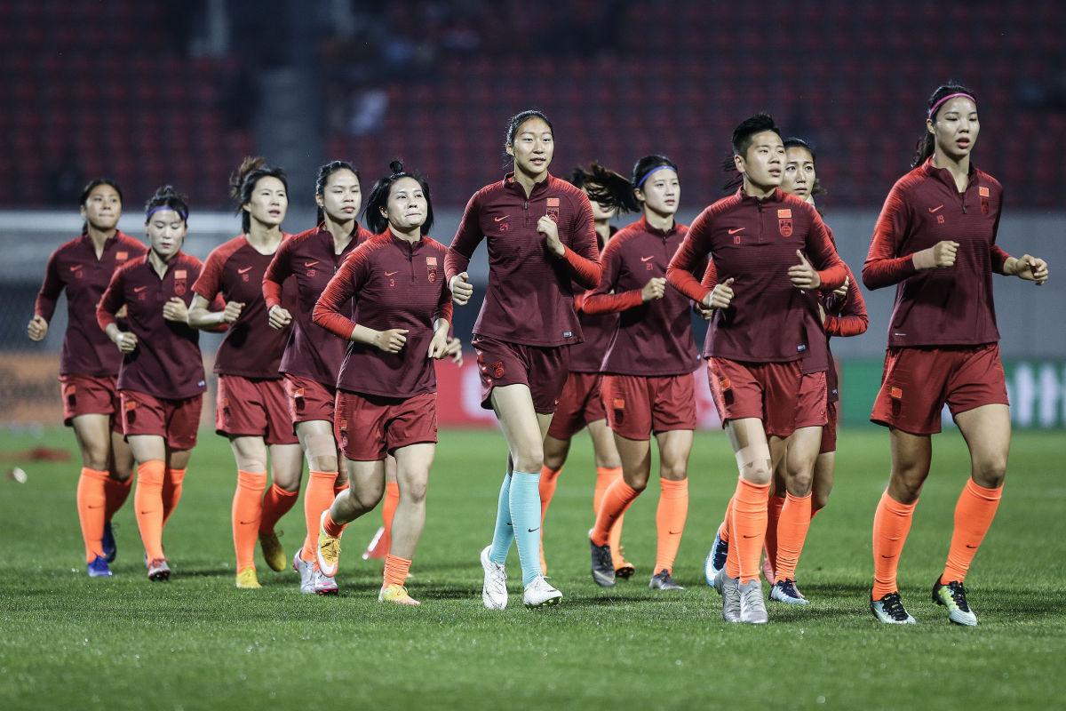 china-women-s-national-football-team-battles-before-world-cup-5ced54d68110f542cb000004.jpg
