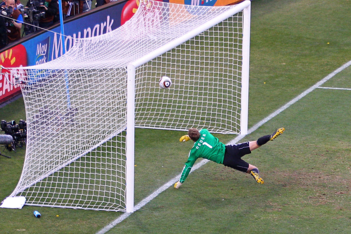 germany-v-england-2010-fifa-world-cup-round-of-sixteen-5d14dfd9aef03ba6fd000019.jpg