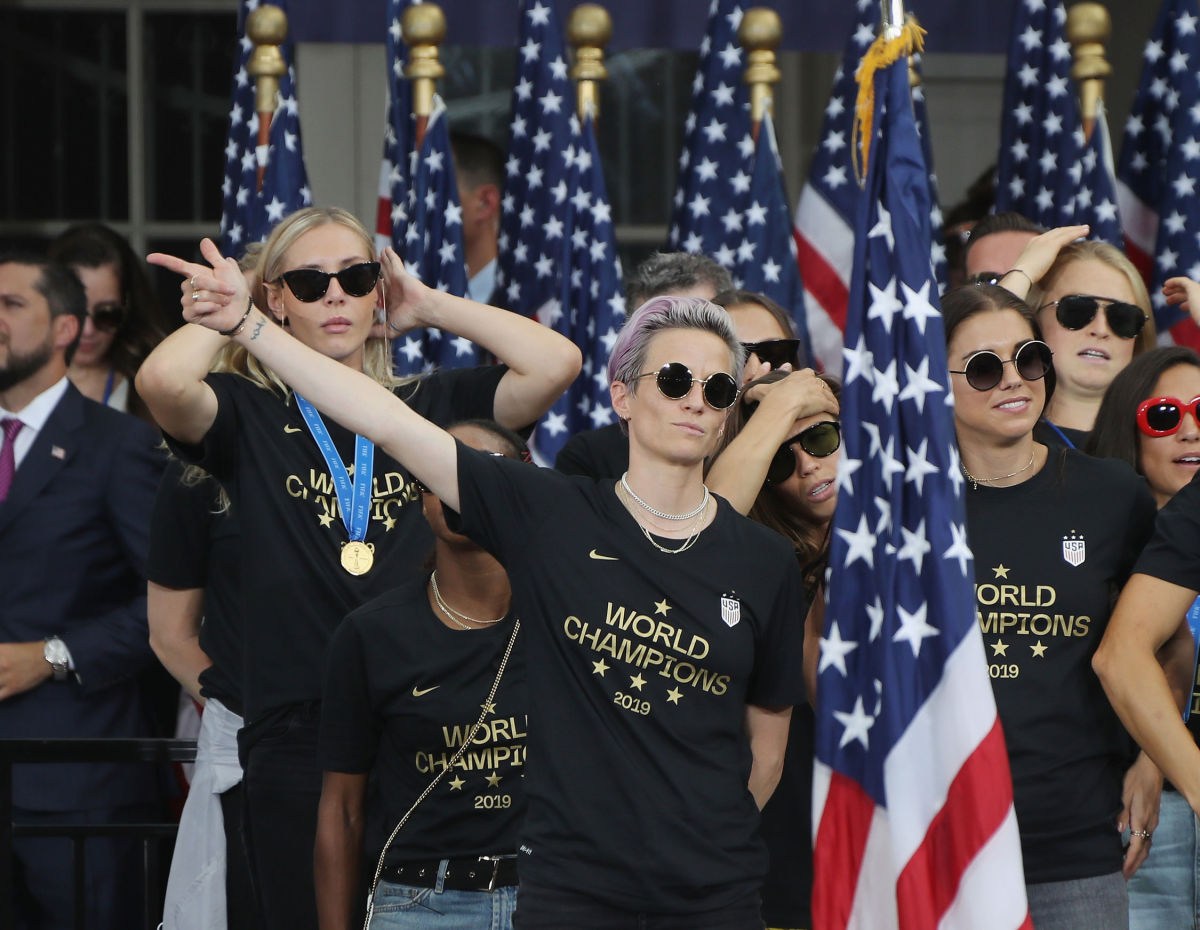 the-u-s-women-s-national-soccer-team-victory-parade-and-city-hall-ceremony-5d2758c168d609ff4e000001.jpg
