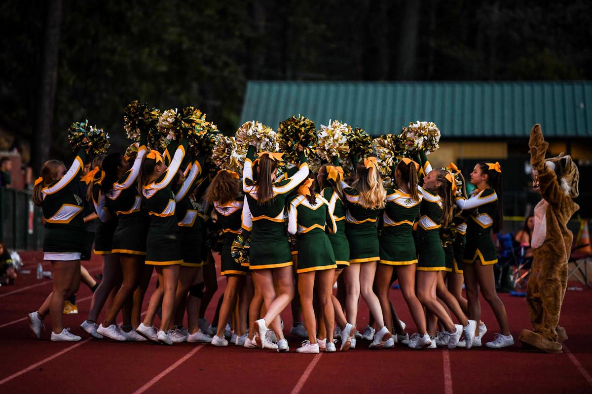paradise-high-cheerleaders