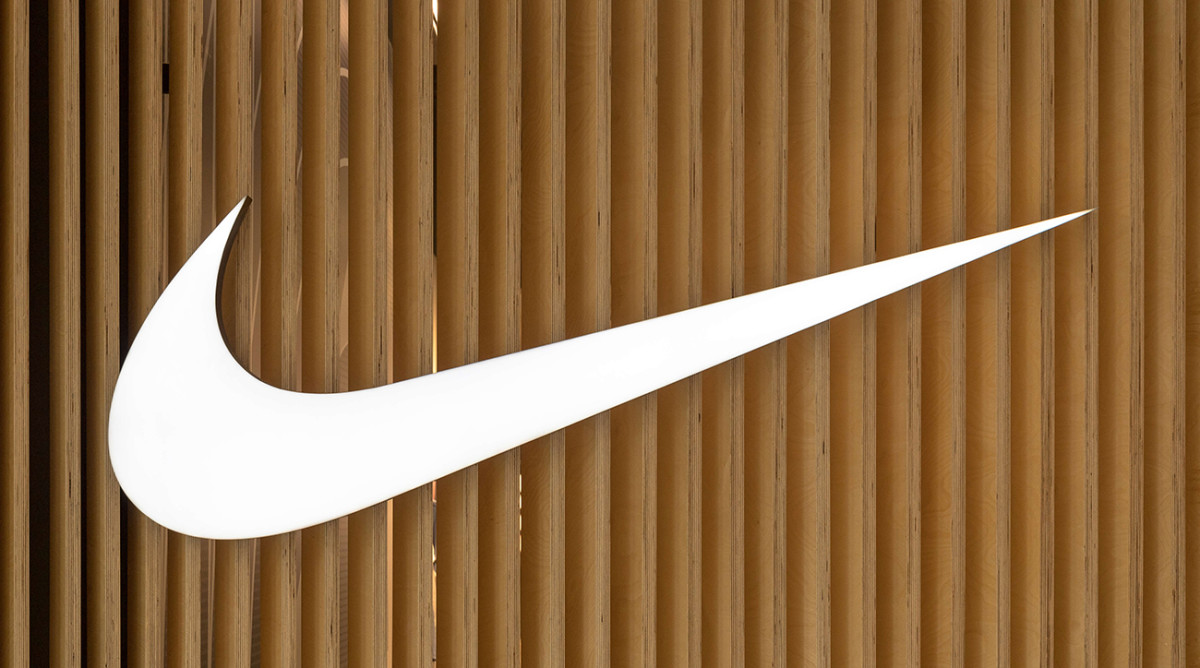 for437 Shoe auctioned Illustrated Nike Sports Moon off 500 CoxQBerWd